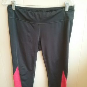 LUCY RED AND BLACK CROP LEGGINGS.  SIZE MEDIUM